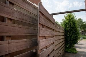 Plaatsen schutting Goudswaard - hoveniersbedrijf Van der Waal Tuinen - tuinaanleg Hoeksche Waard