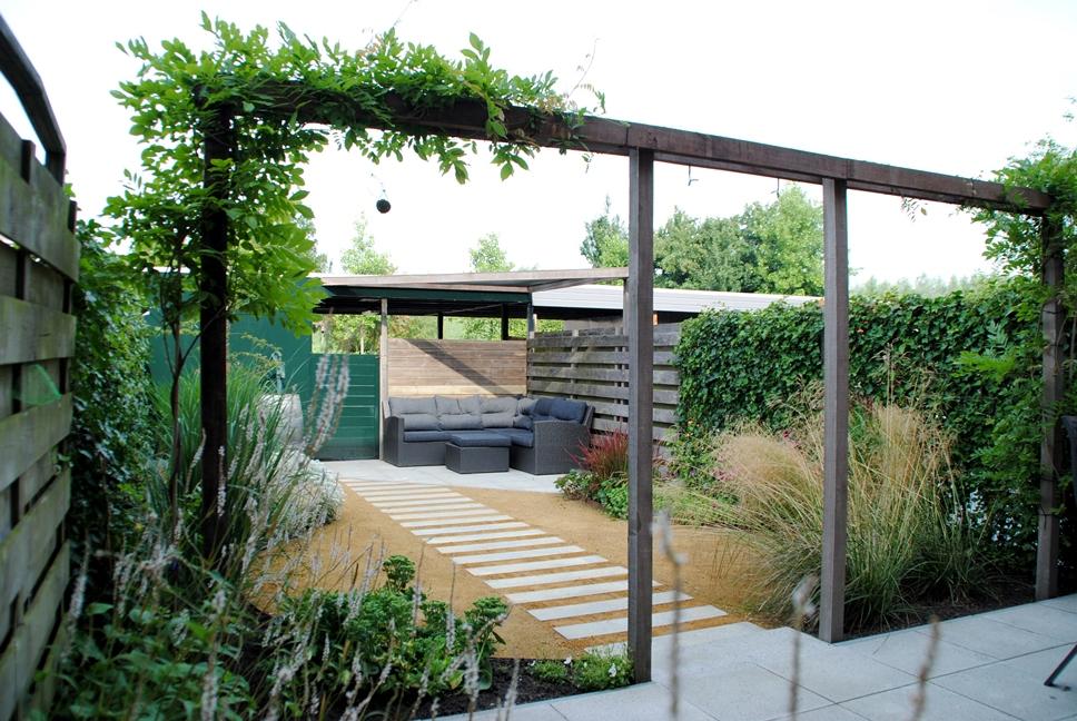 Schommel Voor Tuin : Tuinontwerp en tuinaanleg kleine tuin door hoveniersbedrijf van