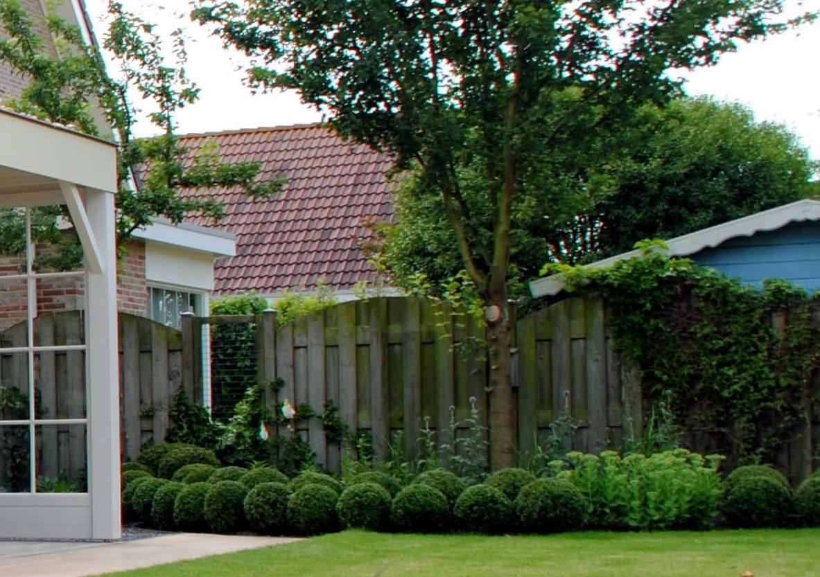 Buitenkamer in de tuin - tuinontwerp & tuinaanleg door Hoveniersbedrijf Van der Waal Tuinen
