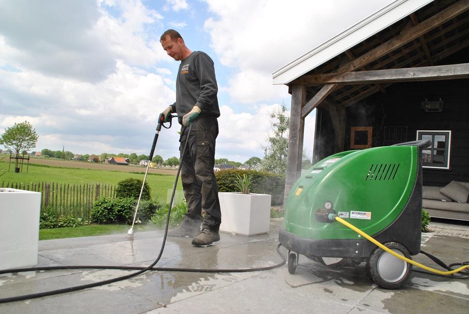 duurzame onkruidverwijdering hoveniersbedrijf Van der Waal Tuinen (1)