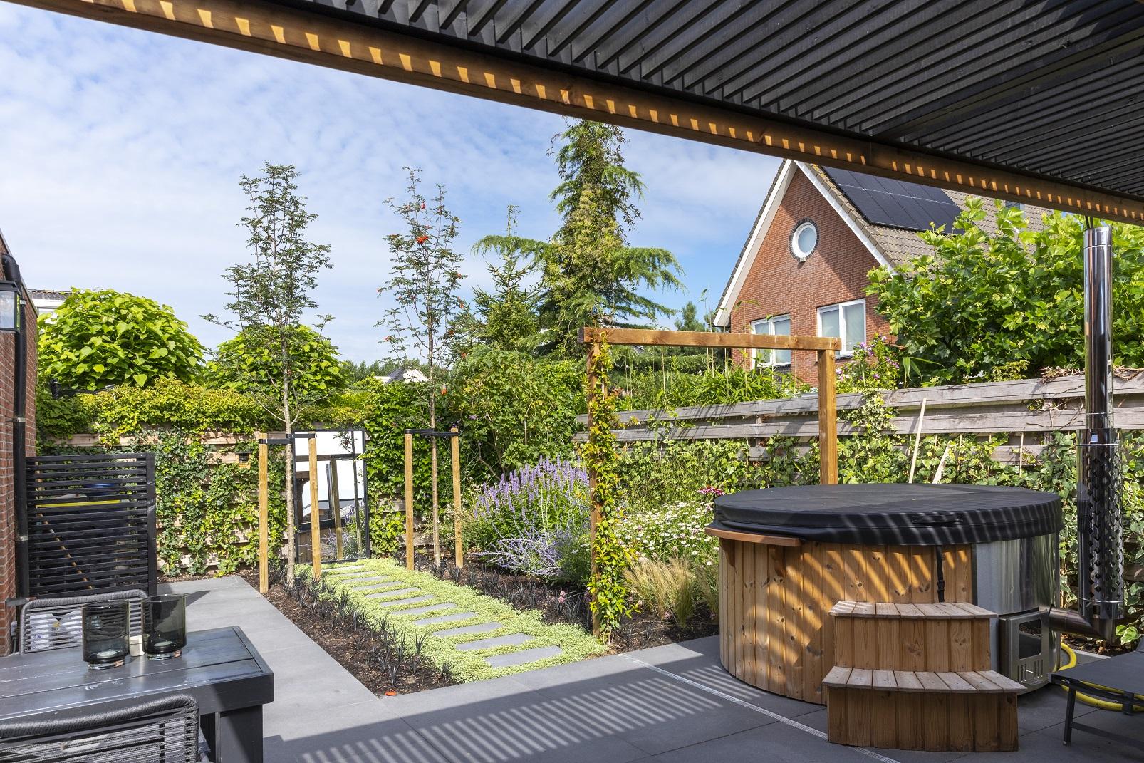 Tuinaanleg tuinontwerp Numansdorp Van der Waal tuinen hovenier Piershil